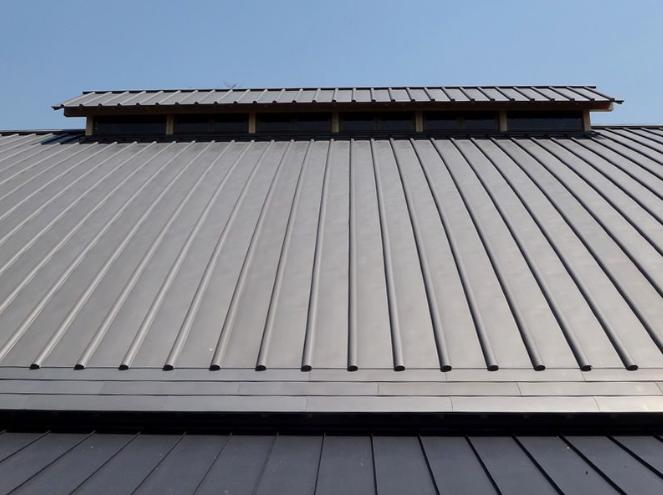耐震のために軽量化工事をした屋根