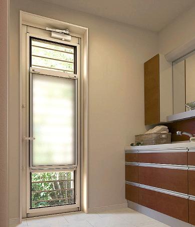 キッチンや洗面脱衣室についている勝手口は、泥棒などの進入路になる可能性があります。